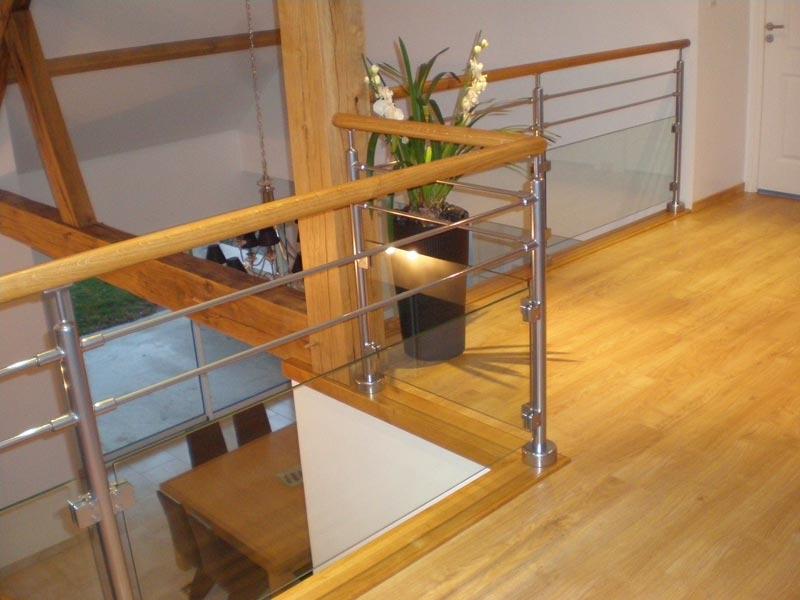 parquet flottant escalier free fourniture et pose duun parquet stratifi mm chanfreins chne gris. Black Bedroom Furniture Sets. Home Design Ideas