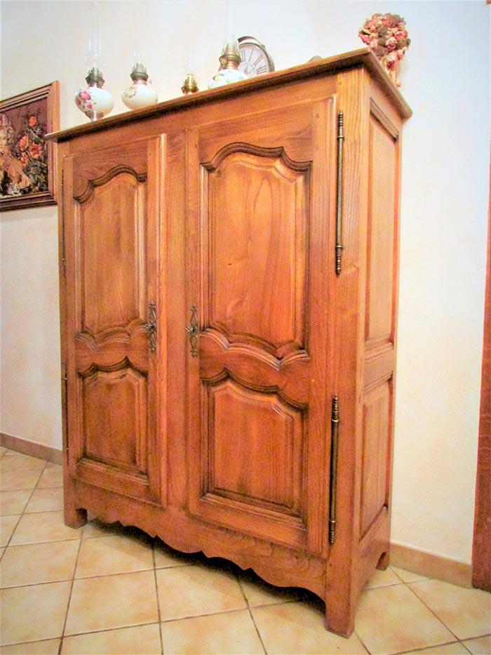 armoire 2 portes chene massif teinte patine et vernis. Black Bedroom Furniture Sets. Home Design Ideas