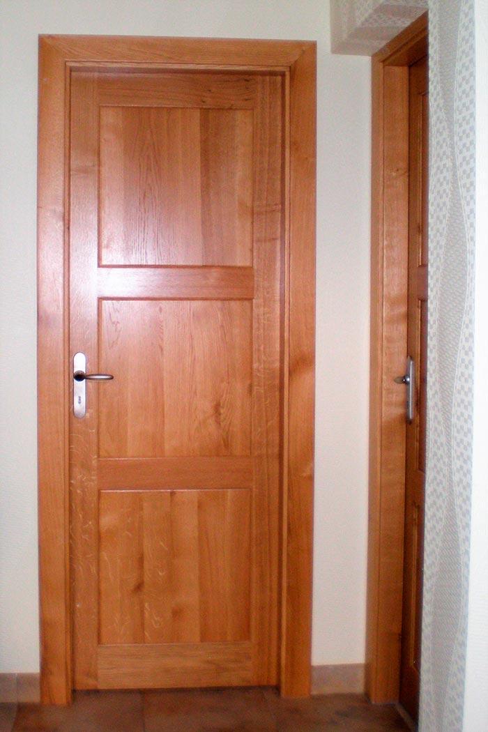 Porte interieure chene massif vernis naturel trois for Porte chene massif castorama