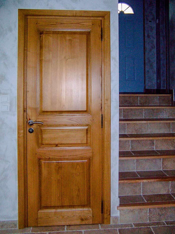 Porte-interieure-chene-massif-vernis-naturel-trois-panneaux