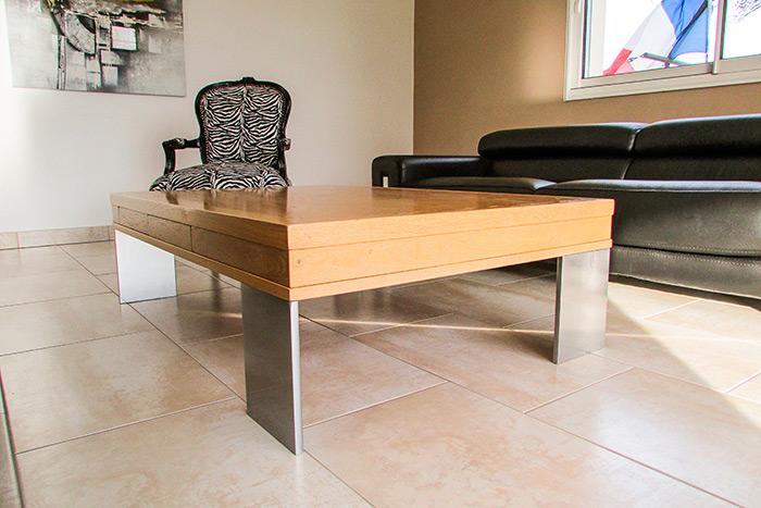Table-basse-rectangulaire-avec-tiroir-a-touche-lache-cache-dans-l'epaisseur-de-la-table-plateau-en-chene-massif-vernis-piettement-metallique-thermolaque-gris-(1)
