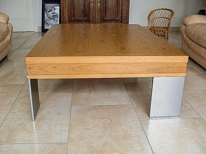 Table-basse-rectangulaire-avec-tiroir-a-touche-lache-cache-dans-l'epaisseur-de-la-table-plateau-en-chene-massif-vernis-piettement-metallique-thermolaque-gris-(3)