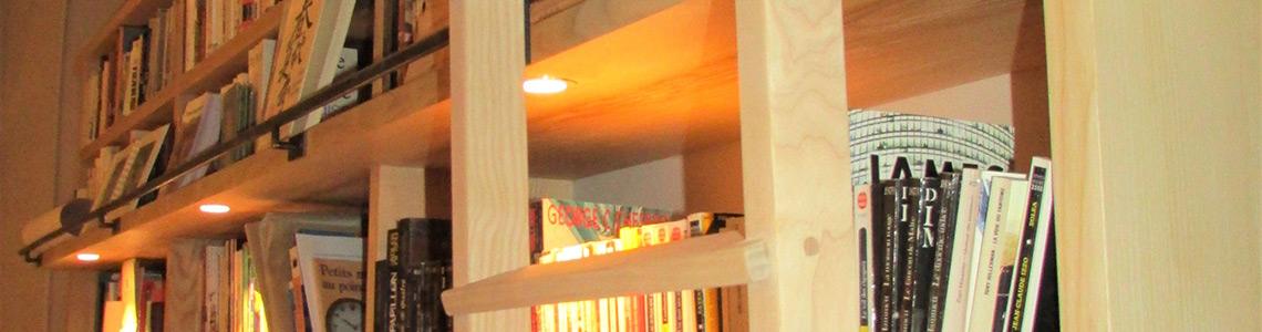 bibliotheque-frene-massif-echelle-crochets-menuisier-ebeniste