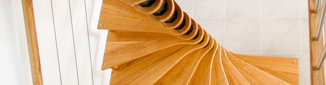 escalier-helicoidal-chene-masif-inox-menuisier-ebeniste